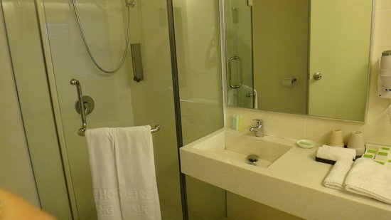 The LimeTree Hotel: Bathroom of suite 309.