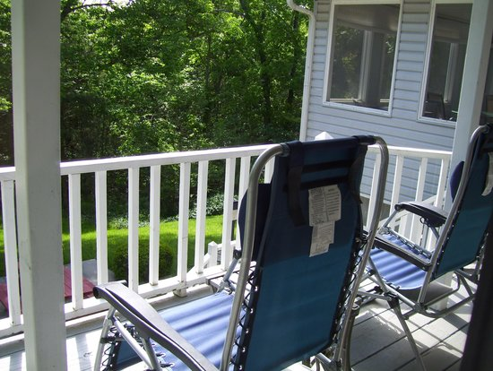 Anchor Inn on the Lake Bed & Breakfast : Reclining chairs with comfortable pillows for head spport