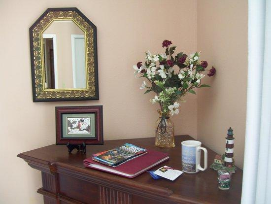 Anchor Inn on the Lake Bed & Breakfast : Inside the Virginia Room
