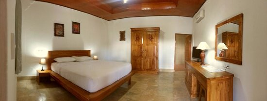 Pondok Bambu: our oceanview rooms are a bit bigger and more luxury with mini bar,safe,hairdryer and a big bath
