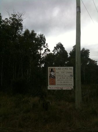 Lake Leake Inn: Clear advertising at the turnoff to Lake Leake from the highway linking Campbell Town and East C