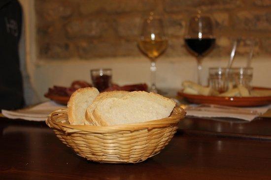La Vecchia Nicchia - Renascimentho: Pane toscano con vernaccia e chianti