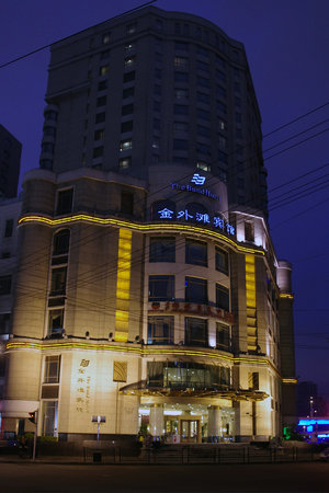 The Bund Hotel by night