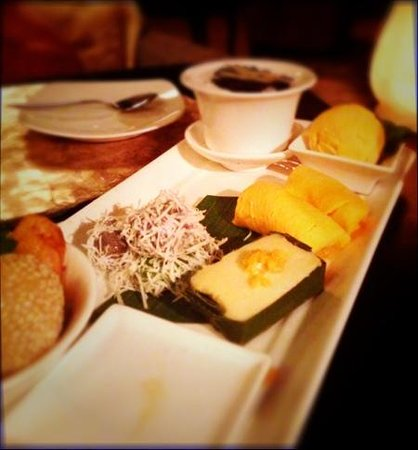 Sarong Restaurant: asian sample plate of deserts