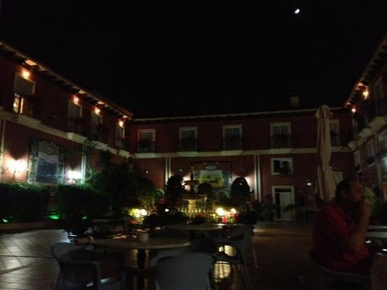 Romerito: Patio de noche