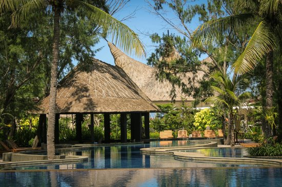 Aston Sunset Beach Resort: Taman Gili Pool Bar