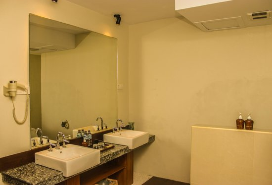 Aston Sunset Beach Resort: Bathroom