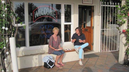 Sea Blue Hotel: Uden for receptionen