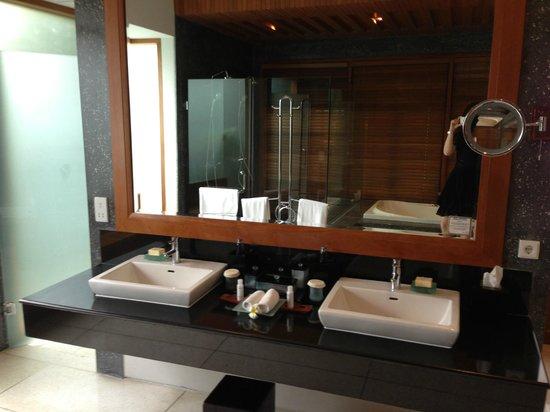 The Samaya Bali Seminyak: bathroom