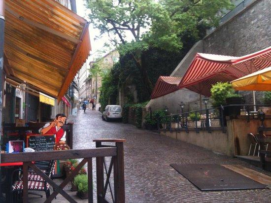 Restaurant Le Flore: Cafe Flore Entrance to your left