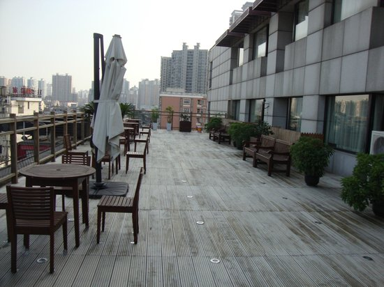 Ibis Shanghai Yu Garden: terrasse hotel