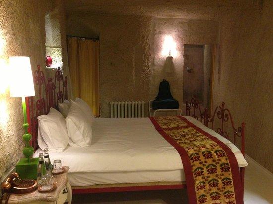 Hezen Cave Hotel: our room