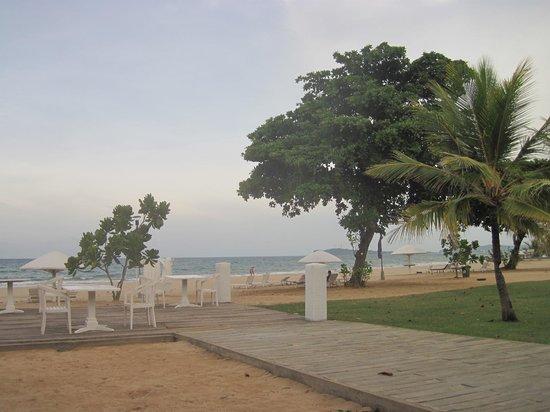Trinco Blu by Cinnamon: The Crab beach area