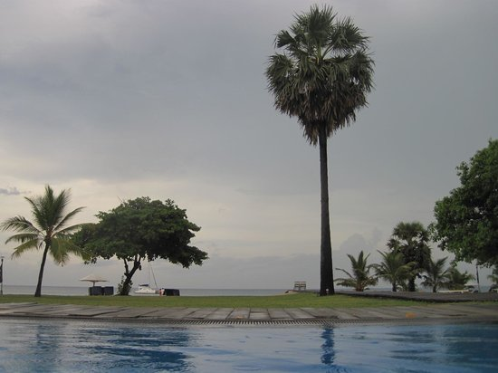 Trinco Blu by Cinnamon: View from the pool