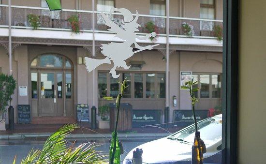 The Dizzy Witch Cafe: Brisbane street