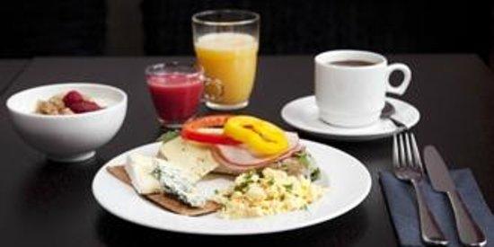 سكانديك جاملا ستان: Breakfast