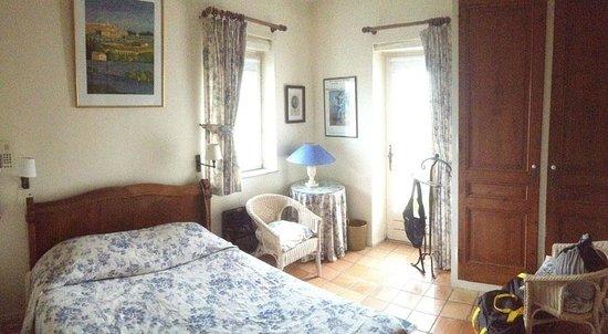 L'Eveche : Une chambre en angle…