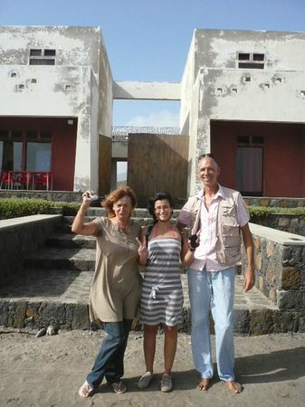 Residencial Goa: front entrance with Raph & Stan