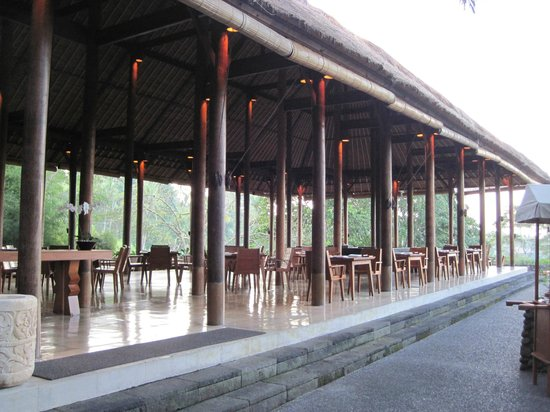 Alila Ubud: The open air restaurant in a jungle setting