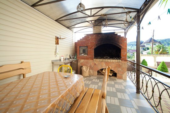 Lera Guest House: Barbecue place