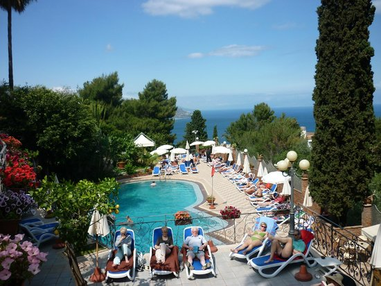 Parc Hotel Ariston & Palazzo Santa Caterina: Pool and Grounds