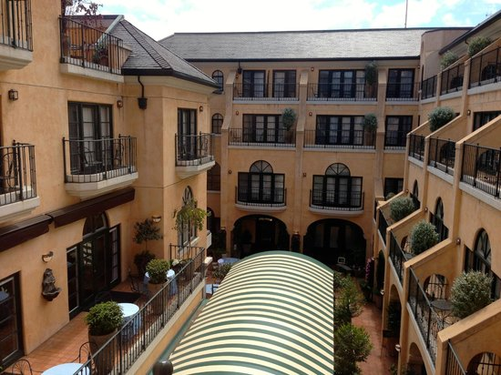 Garden Court Hotel: View from room over inner courtyard