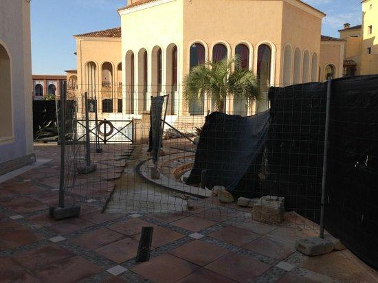 Melia Villaitana: Building work to main pool area