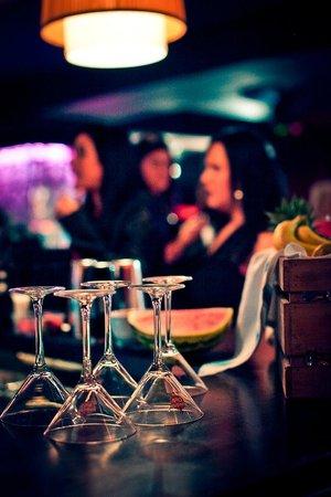 Koo Nightclub : Drinks at the bar
