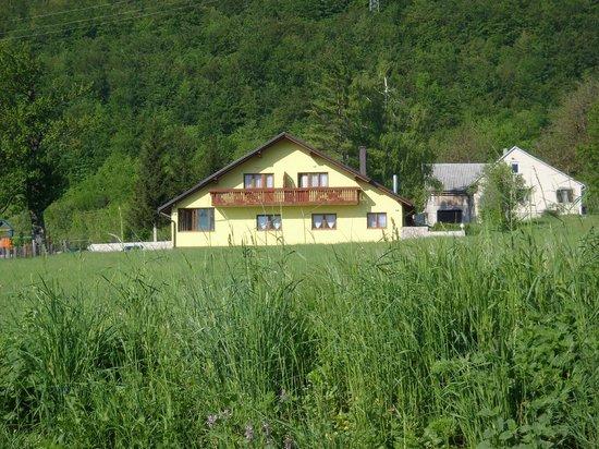 House Mara : From road
