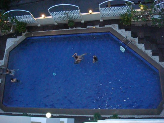 Nanatai Mansion : piscine