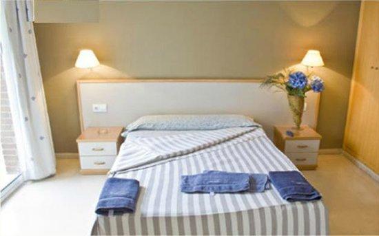 Hotel Cosmos : Habitación matrimonial