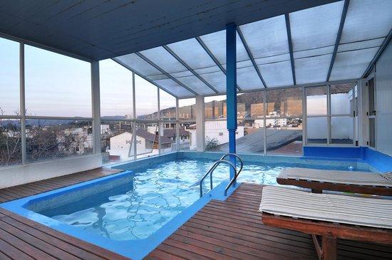 Bar picture of el cid hotel spa villa carlos paz for Piscina climatizada