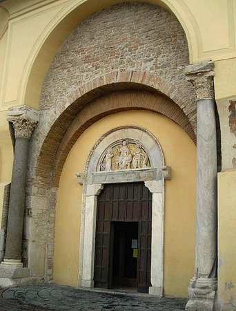 Benevento, Italia: Chiesa di Santa Sofia. Portale