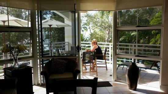 Villa Beach: Front Balcony