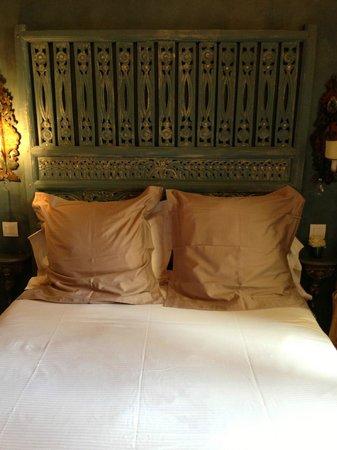 Un Ciel a Paris: 部屋のベッド。