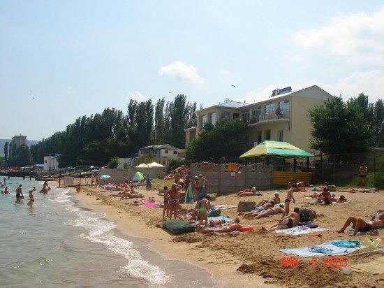"""Hotel Gold Sands: Пляж отеля """"Золотые пески"""" Феодосия"""