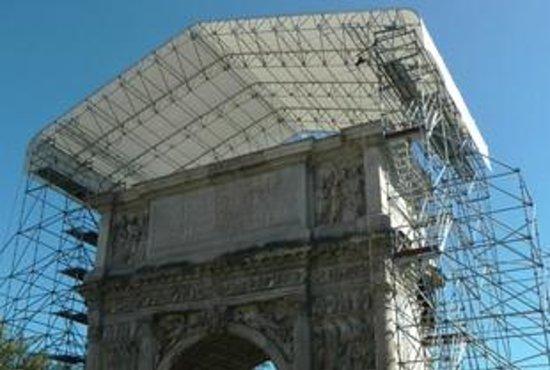 Arco di Traiano : La copertura....
