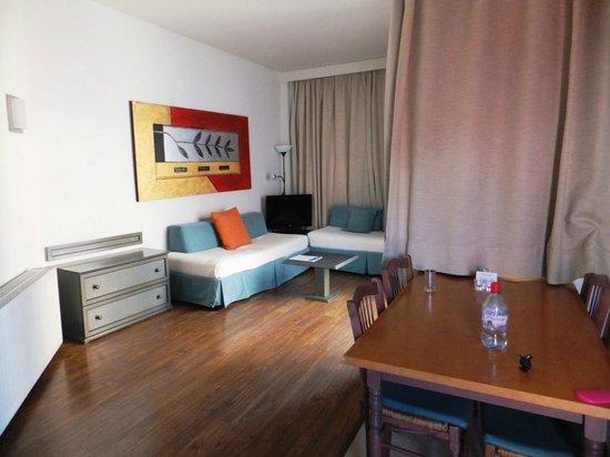 The King Jason Paphos: Lounge area (Room 86)