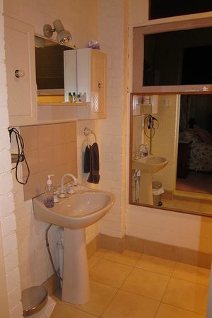 Donalea Bed & Breakfast: Bathroom
