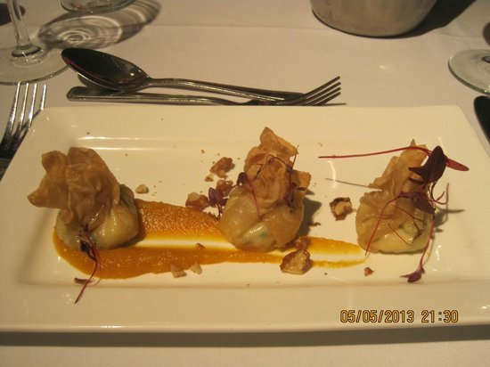 BEST WESTERN PLUS Coventry Windmill Village Hotel Golf & Spa: Spinach & ricotta filo parcels with butternut squash puree