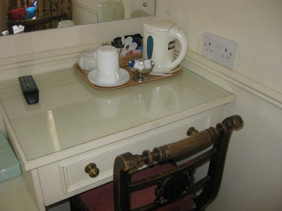 The Edgar Townhouse: Tea set up in room