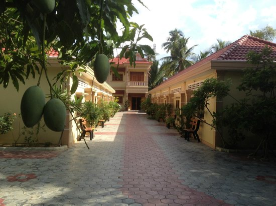Battambang My Homestay: Comfortable building and campus