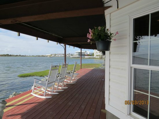 Lighthouse Club Hotel an Inn at Fager's Island: Downstairs deck