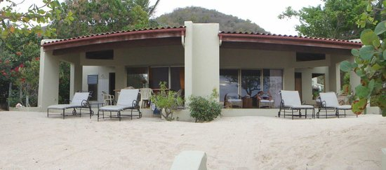 Mango Bay Resort : Beachfront villa #9