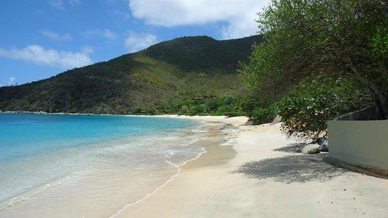 Mango Bay Resort : Beach - right