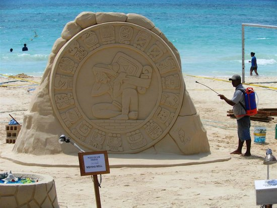 Quinta Avenida: Amazing sand sculptures can be found on the beach