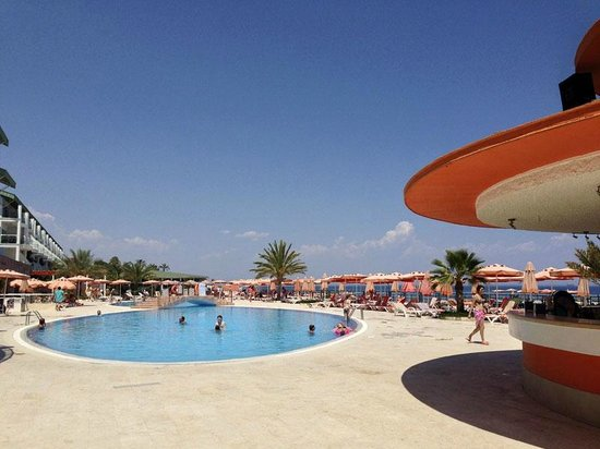 Yelken Blue Life Spa & Wellness Hotel: Территория у бассейна