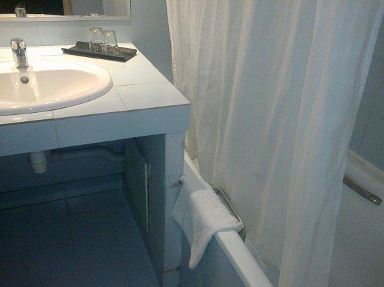 Hôtel Amirauté : Salle de bain