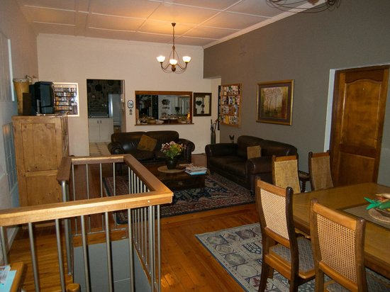 Bluegum Hill Guesthouse and Apartments: Area upstairs
