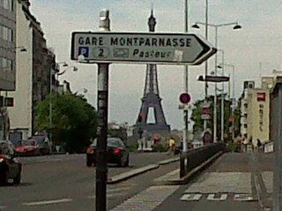 Hotel Concorde Montparnasse: Just outside the hotel a view of Eiffel tower and an entrance to the train station